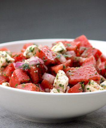 Salade de pastèque, féta et olives noires