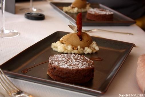 Fondant de chocolat et poire, salpicon de William, rafraîchi de son sorbet à la poire réglissée.
