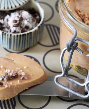 Foie gras au micro-ondes et au grué de cacao, fleur de sel d'Algarve