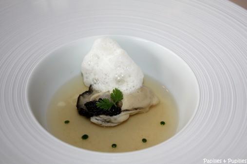 Huitres en fine gelée d'eau de tomates - Caviar du val d'Aran