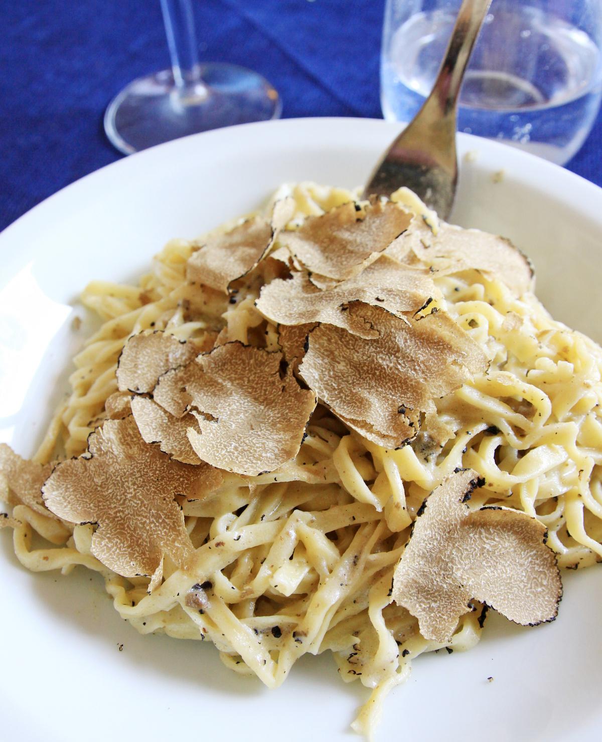 Pâtes et truffes blanches ©Morenovel shutterstock