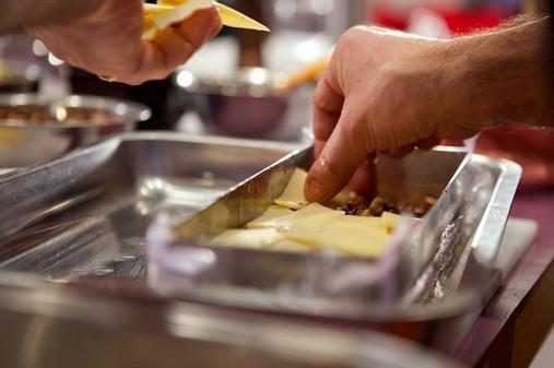 Foie gras de canard au Comté et noix grillées - remplissage de la terrine