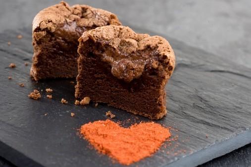 Fondant au chocolat au piment d'Espelette, sauce caramel au beurre salé