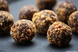 Truffes au chocolat, cacahuètes concassées, piment d'Espelette et fleur de sel