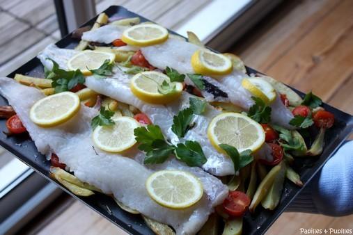 Filets de poisson rôtis aux pommes de terre et tomates