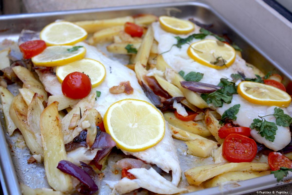 Filets de poisson rôtis [merluchon] aux pommes de terre et tomates