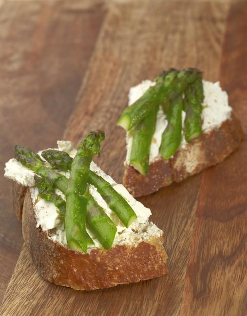 Tartines d'asperges vertes