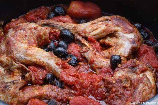 Lapin aux tomates et aux olives noires ©Anne Lataillade