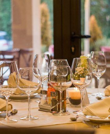 Restaurant (c) Neshom Public Domain CC0 Pixabay