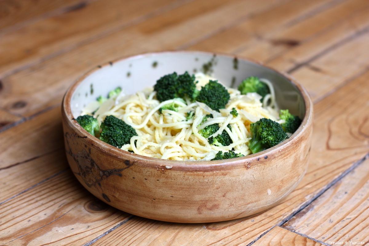 Spaghetti aux brocolis, ail et Parmesan