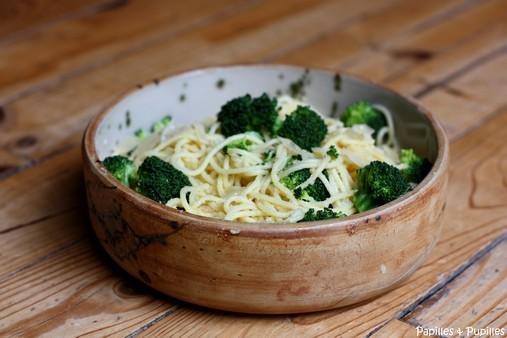 Spaghettis aux brocolis, à l'ail et au Parmesan