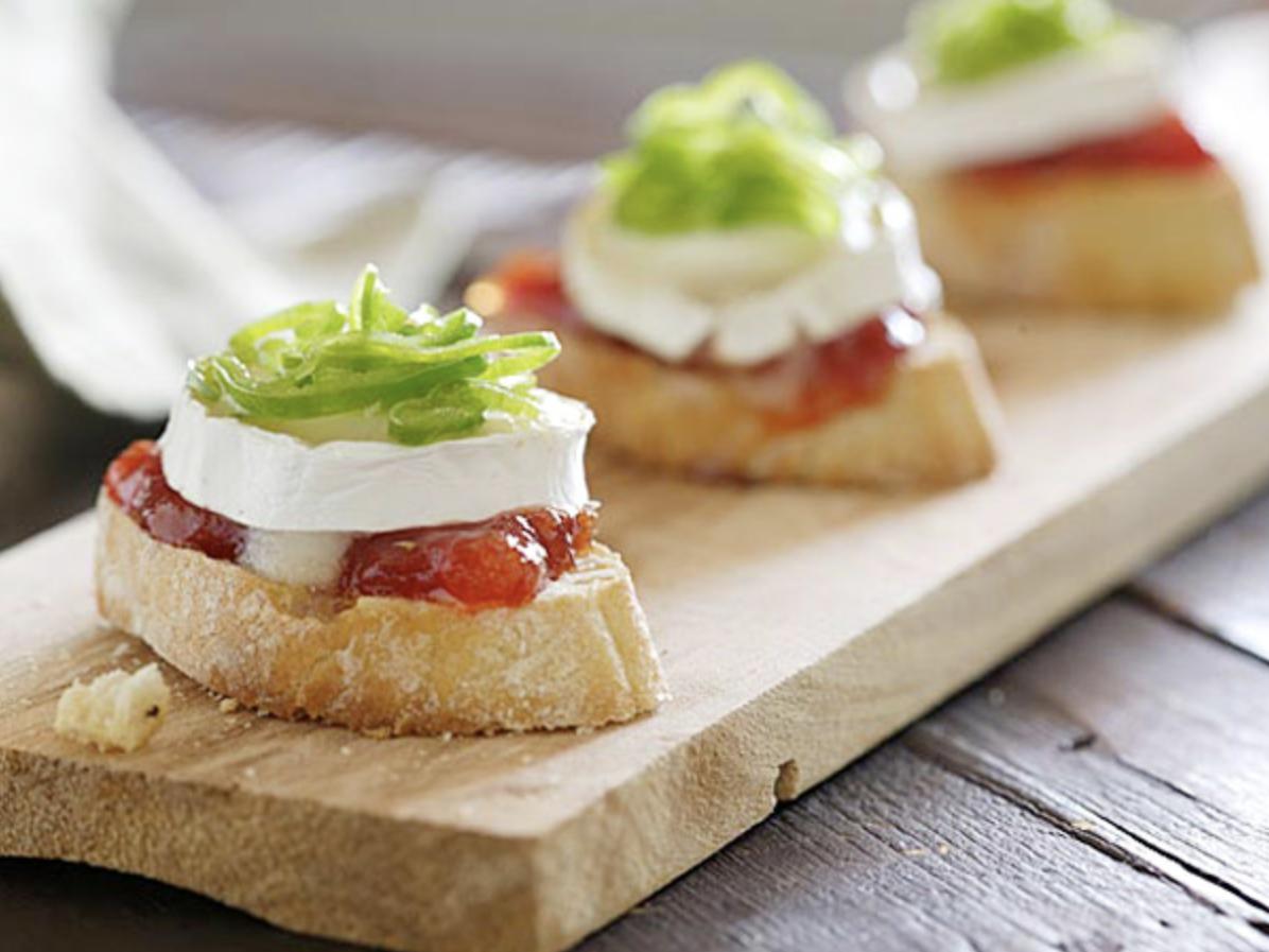 Toasts de chèvre et poivron vert confits à la marmelade de tomate ©Huiles d'olive d'Europe