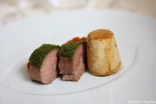 Filet d'agneau aux romates confites et fines herbes, timbale de ris d'agneau, jus d'agneau monté au beurre d'anchois
