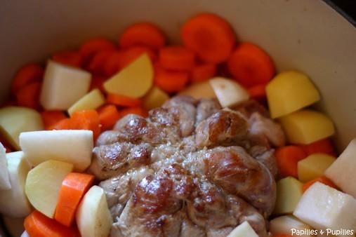 Melon d'agneau avec les légumes