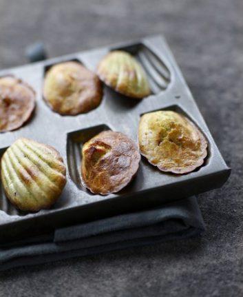 Mini madeleines au pesto et à la Viande des Grisons ©Aoste
