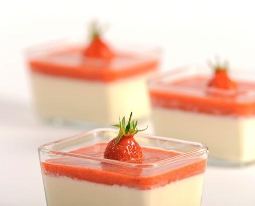 Panacotta à la vanille et son coulis de fraises