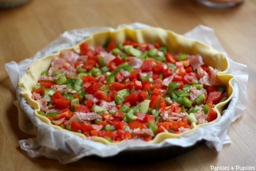 Tarte feuilletée aux poivrons rouge et vert et bacon - En cours de préparation