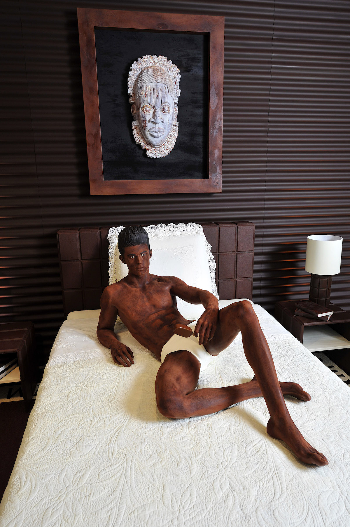 Baptiste Giabiconi en chocolat dessiné par Karl Lagerfeld pour Magnum