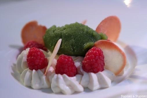 Mousse mascarpone chocolat blanc, sorbet basilic, tuiles dentelles