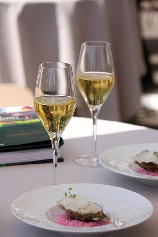 Tartare d'huitres Gillardeau, Granité au gingembre et Champagne