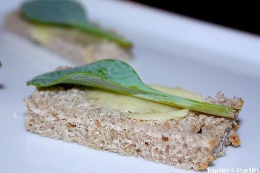 Feuilles d'huitres végétales sur toasts