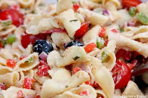 Salade de pâte à la ricotta, poivrons, tomates cerises - Gros plan