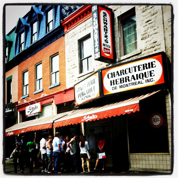 THE spot pour manger la smoked meat - Schwartz, Montreal