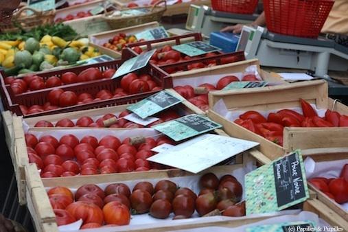 Etal de tomates - Marché de Saintes