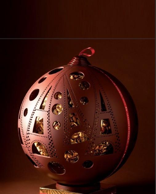 Boule de Noël, orfèvre de mendiant - La Maison du Chocolat