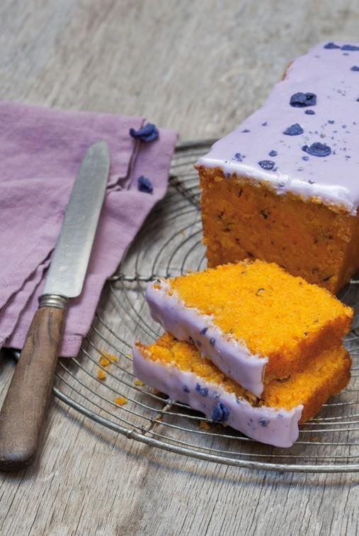 Gâteau aux carottes glaçage au sirop de violette