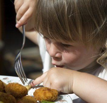 little girl eating french fries © joanna wnuk - Fotolia.com