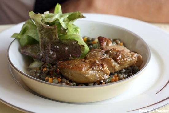 Salade de lentilles aux petits légumes, foie gras poêlé