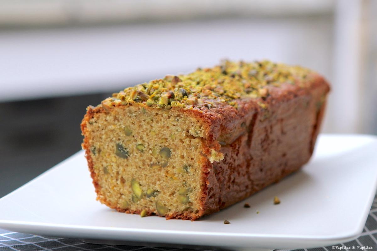 Cake aux pistaches, à l'huile d'olive et aux zestes d'orange