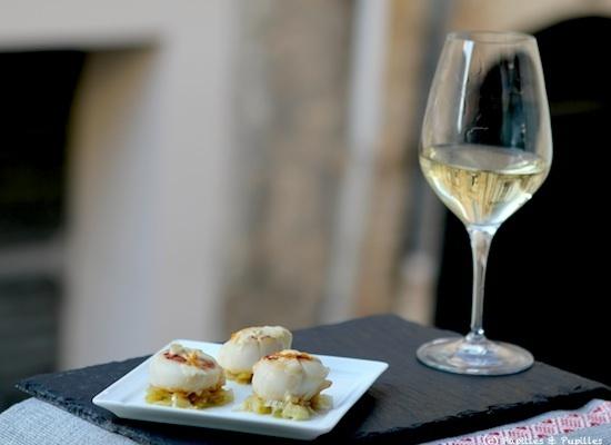 Noix de Saint Jacques, fondue de poireaux et sauce à l'orange et Bergerac blanc sec