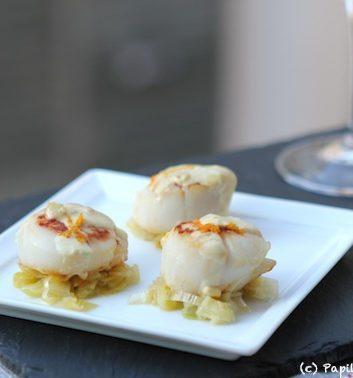 Noix de Saint Jacques, fondue de poireaux et sauce à l'orange