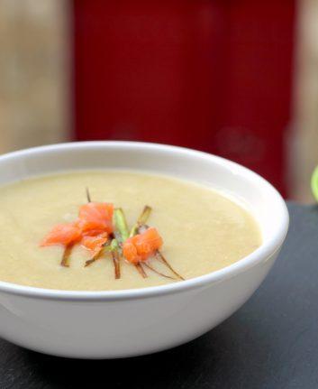 Soupe poireaux pommes de terre au saumon fumé {velouté}