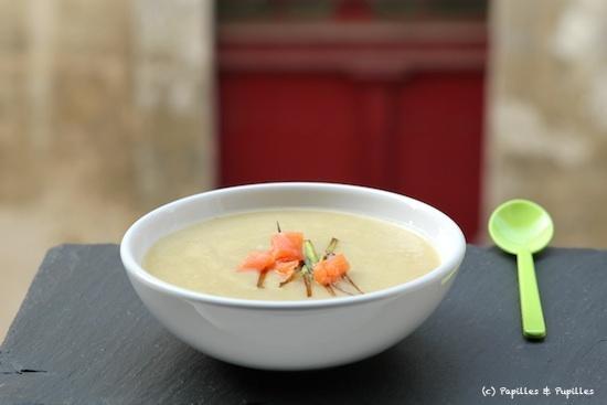 recette de soupe poireaux pommes de terre au saumon fum velout. Black Bedroom Furniture Sets. Home Design Ideas