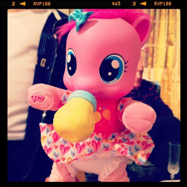 Bonjour je suis Pinkie Pie, regarde, je marche
