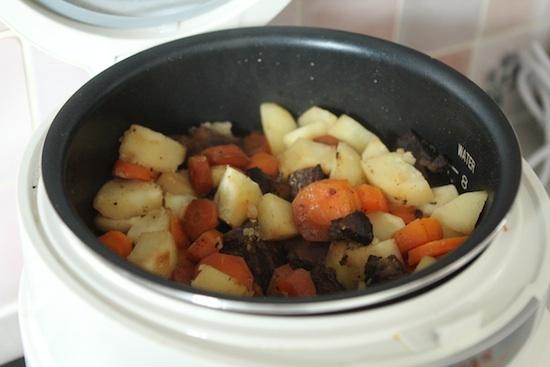 Boeuf mijoté - carottes pommes de terre au Delicook - Dans le Delicook