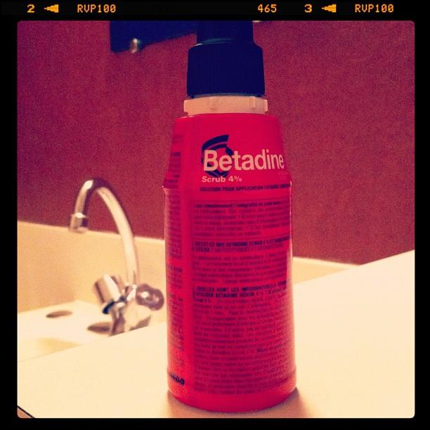 Se doucher à la Betadine, checker - pas glamour