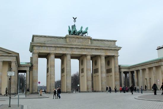 La porte de Brandebourg qui était partie intégrante du mur de Berlin
