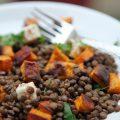 Salade de lentilles aux patates douces grillées et à la féta