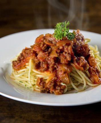 Spaghetttis Bolognaise © Atstock Productions shutterstock
