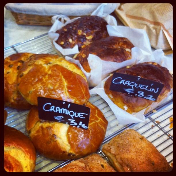 Bientôt l'heure du goûter :) et si on se laissait tenter ? #cramique #craquelin #bruxelles
