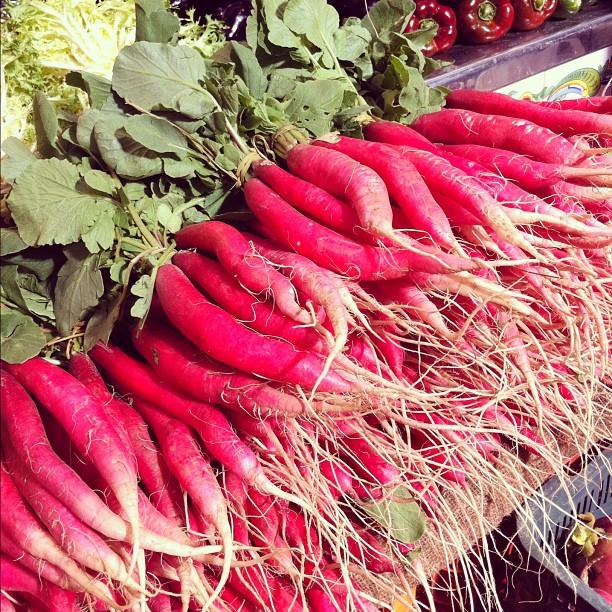 Drôles de radis sur le marché de Valence ; c est la première fois que j'en voyais