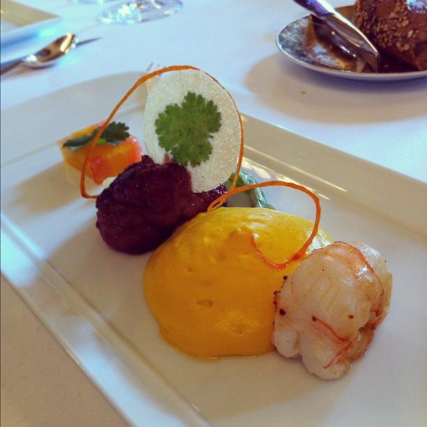 Langoustine rôtie et ris de veau rôti et caramélisé #lePressoirDArgent #bordeaux #GHMumm