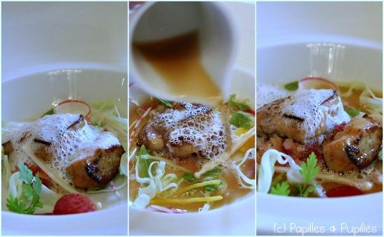 Consommé de volaille parfum d'Asie, Foie gras confit aux parfums de l'est, pomélos, Croquant de légumes