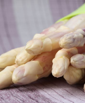 Asperges blanches ©IngridHS shutterstock
