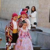Enfants en Costumes traditionnels Valenciens