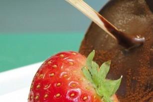 Fraises au chocolat façon sucettes ©Philippe Dufour - Interfel